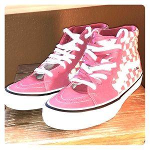 Women's pink checkered Vans size 9.5